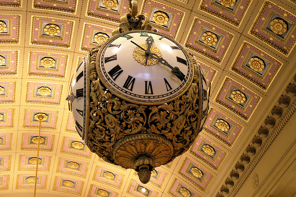 Photo of clock in Fleet Library.