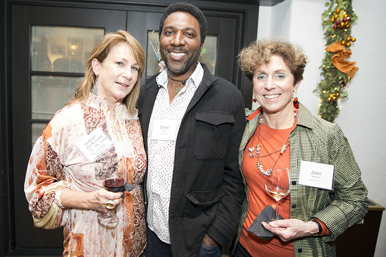 Photo of a group of alumni at the RISD in San Francisco reception
